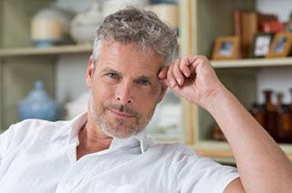 ist graues Haar attraktiv auf einen Mann